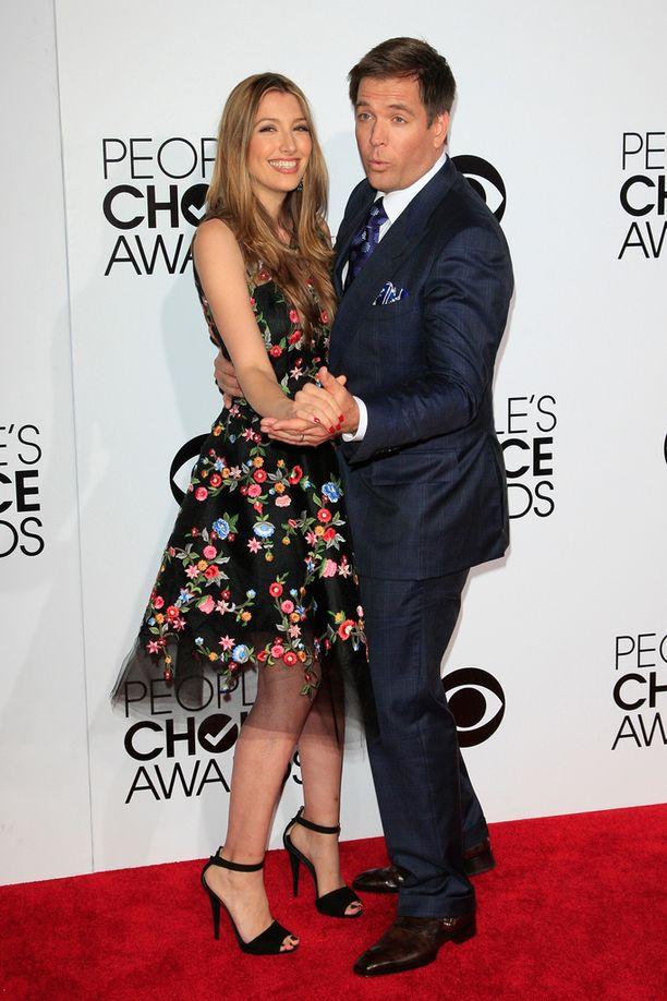 Weatherly vaimonsa Bojana Jankovicin kanssa People's Choice Awards -gaalassa viime vuonna.