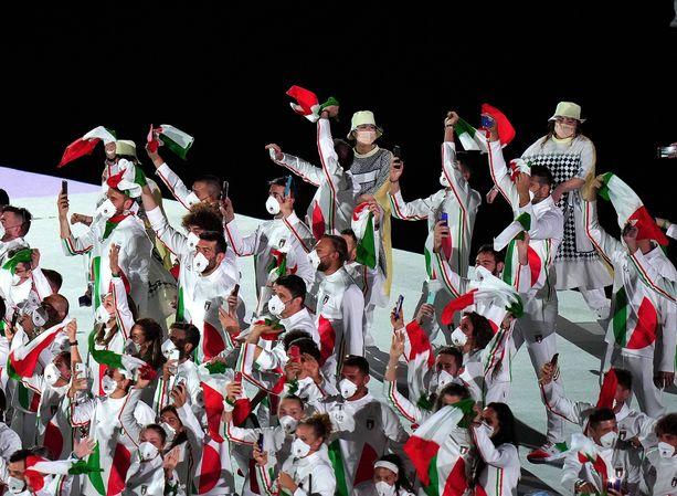 Italialaisten olympia-avajaisten asut saivat kritiikkiä.