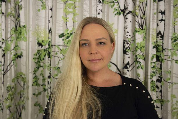Saattokotia johtava Riikka Koivisto tietää, miten tärkeää kuoleville on nähdä omaisiaan ja kuulla heidän äänensä.