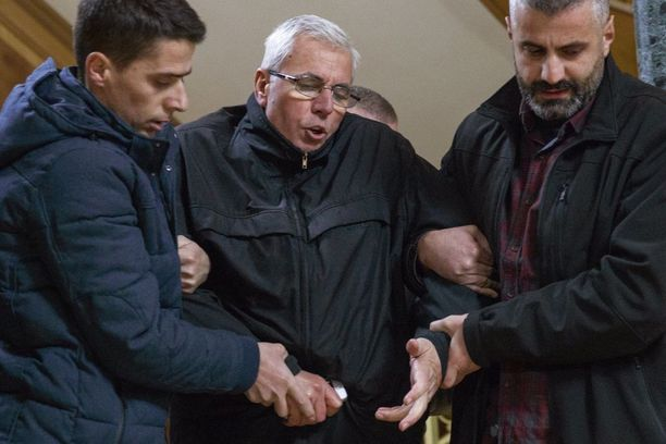 Oppositiopuolueen edustaja Sami Kurteshi pidätettiin paikan päällä parlamentissa.