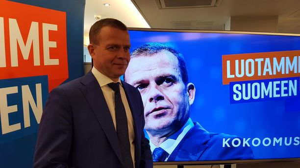 Kokoomus kävi kevään eduskuntavaaleihin Luotamme Suomeen -sloganilla. Tuloksena oli kolmas sija ja päätyminen oppositioon.