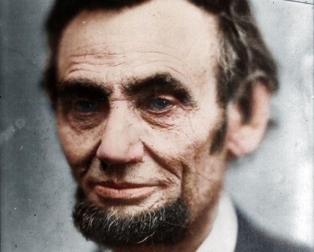 Yhdysvaltojen alkuaikojen presidentti Abraham Lincoln ilmestyi Winston Churchillille Valkoisessa talossa. Lincoln kuoli vuonna 1865.