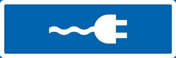Lisäkilvellä osoitetaan sähkökäyttöisen ajoneuvon lataukseen tarkoitettu paikka.