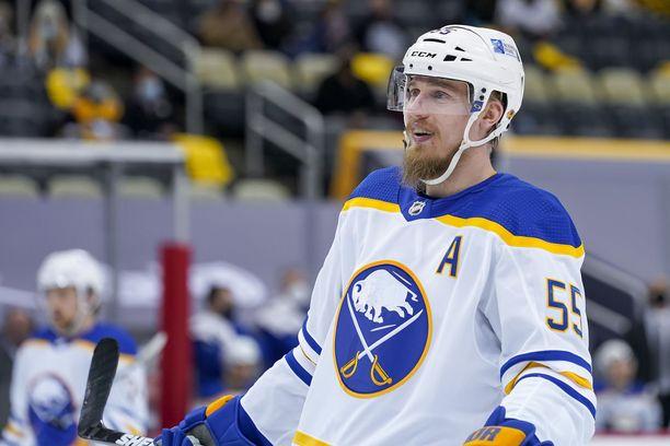 Rasmus Ristolainen pelasi vielä viime kaudella Buffalo Sabresin paidassa.