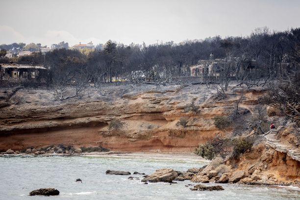 Palo levisi rannikkoa pitkin kovan tuulen mukana. Ranta-asunnoissa asuvat ihmiset juoksivat henkensä edestä turvaan mereen.