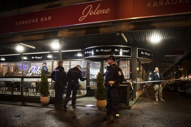 Ravintola Jolenen edessä on ammuttu useita laukauksia.