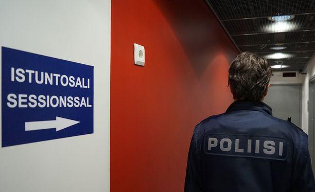 Vangitsemisoikeudenkäynti oli poliisin pyynnöstä salainen. Kuvituskuva Helsingin käräjäoikeudesta.