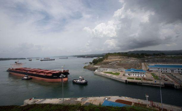 Aiempaa leveämpi Panaman kanava avataan tänään.