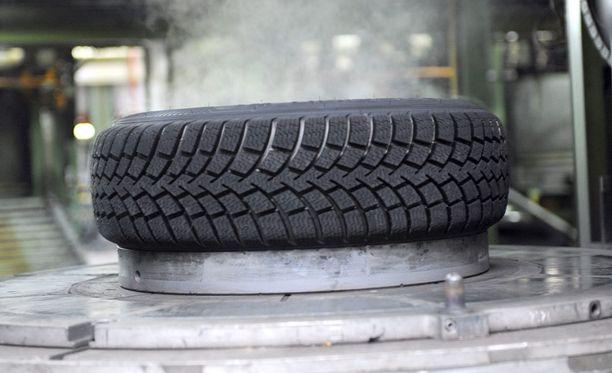 Kauppalehti paljasti viime perjantaina, miten paranneltujen ja suoraan yhtiön varastosta toimitettujen renkaiden ansiosta Nokian Renkaat on saanut lukuisia testivoittoja.