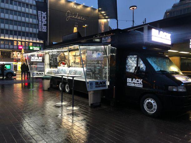 Black Grill & Cafe -grillivaunu on palvellut asiakkaita asema-aukiolla jo useamman vuoden.
