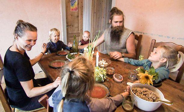 Fridalla ja Mikkelillä on neljä lasta: Magne, Ylva, Alvin ja Burre.