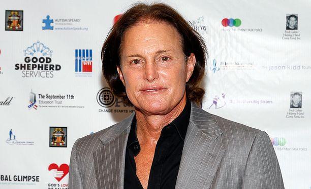 Bruce Jennerin mukaan kaikki hänen kolme ex-vaimoaan ovat tietäneet hänen sukupuoli-identiteettiongelmistaan.