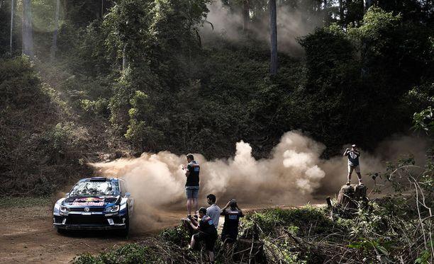 Sebastien Ogier kokeilee ensi viikolla kahta autovaihtoehtoa.