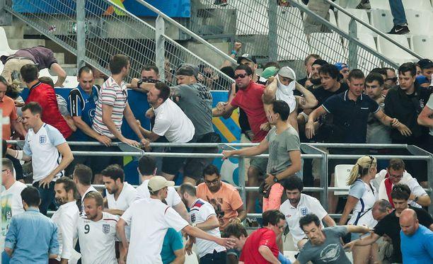 EM-kisojen pahimmat kahakat sattuivat Marseillessa ennen ja jälkeen Venäjän ja Englannin ottelua.