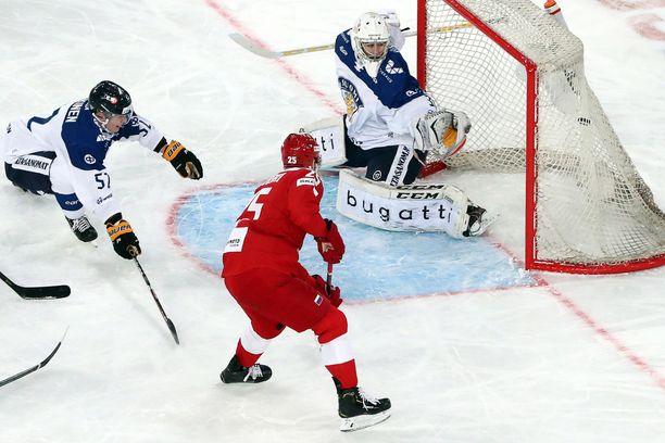 Venäjä vyöryi Suomen yli. Tässä Mihail Grigorenko lyö 5–0-loppulukemat.