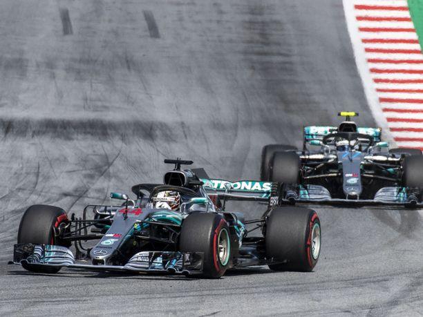 Lewis Hamilton ja Valtteri Bottas ajoivat kaksoisvoittoon Venäjän GP:ssä.
