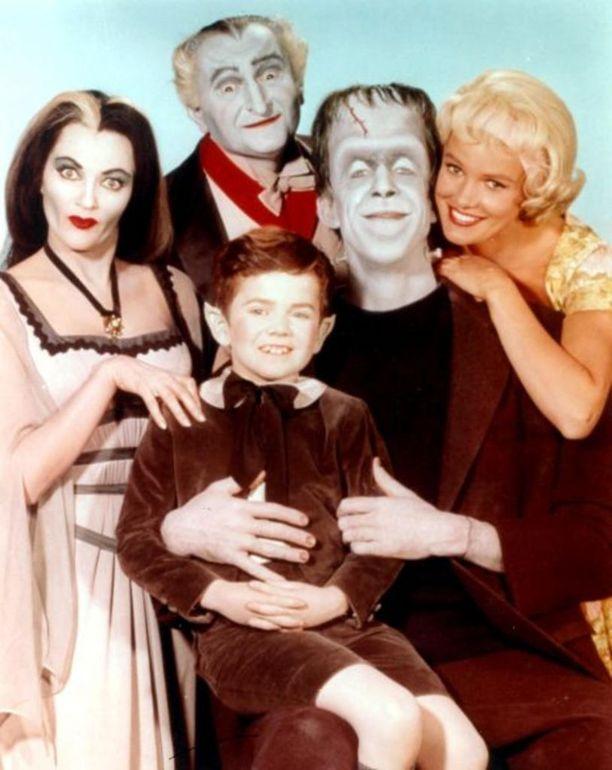 Me hirviöt (The Munsters) ohjelma oli mustavalkoinen tilannekomediasarja, joka kertoi elokuvahirviöitä muistuttavasta Munstereiden perheestä.