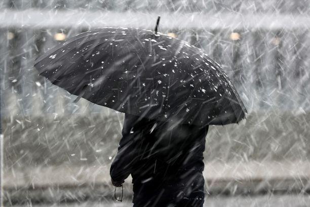 Sateita saadaan tänään koko maahan sen kaikissa olomuodoissa: vettä, räntää ja lunta.