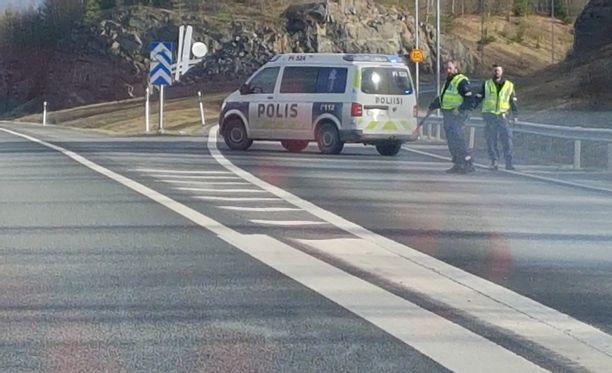 Poliisi sulki alueen liikenteeltä lauantaina.