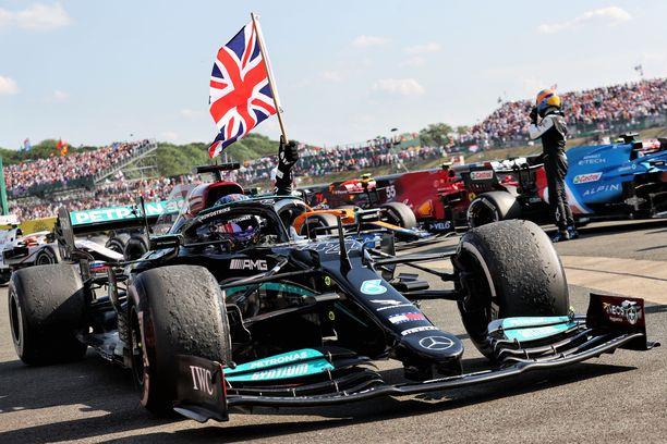 Lewis Hamilton juhli voittoa.