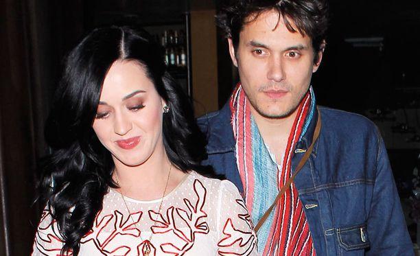 Katy Perry ja John Mayer eivät näytä tietävän, ollako vai eikö olla.