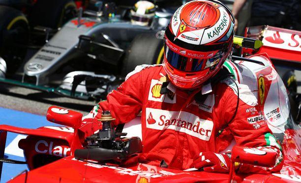 Kimi Räikkönen pujahti Ferrariinsa viidennessä lähtöruudussa ja nousi lopulta komeasti toiseksi. Voittokaan ei ollut kaukana.