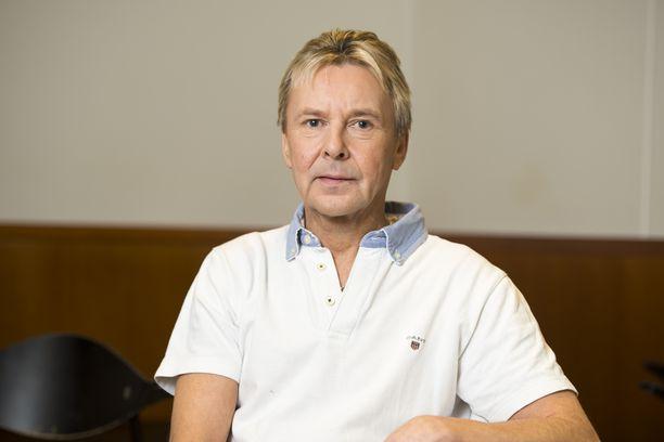 Matti Nykänen sai olympiarenkaat hautakiveensä.