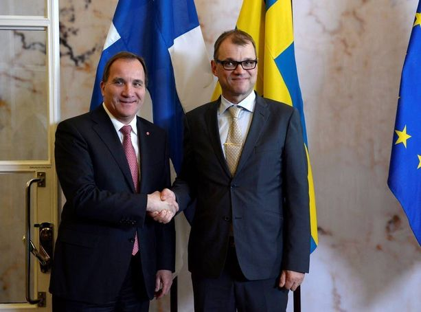 Jos Suomesta tai Ruotsista vain toinen hakisi Natoon, ajautuisi Suomi hankalaan tilanteeseen, arvioidaan Nato-selvityksessä. Pääministeri Stefan Löfven ja Juha Sipilä (kesk) tapasivat viime kesänä Ruotsissa.