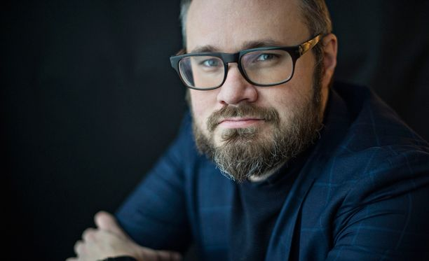 Eduskunta muistutti torstaina enemmän Niuvanniemen sairaalaa kuin eduskuntaa, kirjoittaa Iltalehden kolumnisti Tuomas Enbuske.