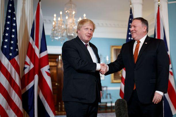 USA:n ulkoministerin Mike Pompeon (oik.) maanantaina tavannut Boris Johnson sanoo, että liittolaisten pitää pitää huolta, ettei Trump syö sanojaan.