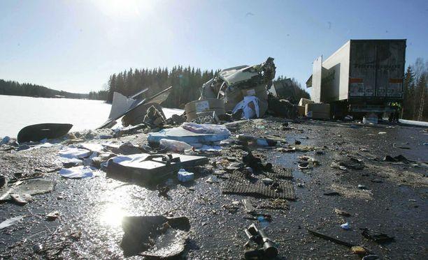 Konginkankaan liikenneonnettomuus vaati 23 ihmisen hengen.