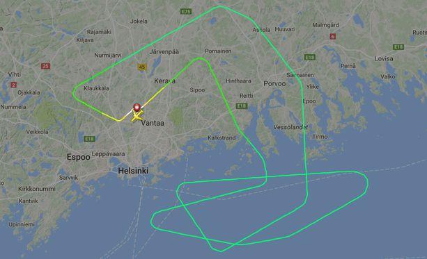 Lennon JL414 piti viedä Helsingistä Tokioon. Flightradar24.com-sivun ruutukaappauksessa näkyy toteutunut matka.