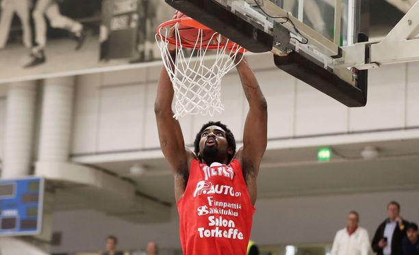 Aaron Jonesin erinomainen kausi huipentui kutsuun NBA-seuran harjoitusleirille.