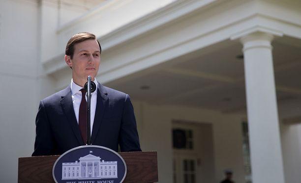 Maanantaina Yhdysvaltain senaatin tiedustelukomitean tapaamisessa Venäjä-suhteitaan avannut Jared Kushner antoi tapaamisen jälkeen lausunnon asiasta Valkoisen talon edustalla.