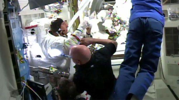 Yhteistyö ja sataprosenttinen luottamus toisiin on ehdoton elinehto avaruusasemalla.