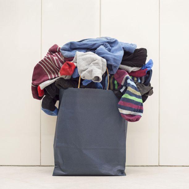 Pyykinpesun lykkääminen ja vaatekasojen kerrytys kannattaa lopettaa, jotta ei joudu menemään likaisissa vaatteissa töihin.