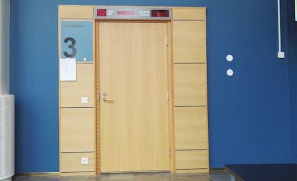 Entistä perhettään piinannut mies tuomittiin Keski-Suomen käräjäoikeudessa 9 kuukauden vankeuteen.