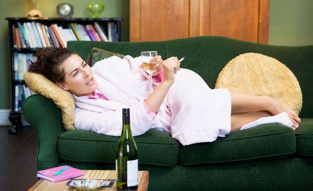 """""""Sitten huomenna lähden lenkille sohvalla loikoilun sijaan"""", moni saattaa ajatella ja näin astua yhteen elämäntaparemontin sudenkuoppaan."""