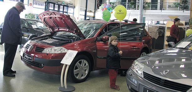 Auton osto tehdään usein tunteen perusteella, mutta laina-asioissa kannattaa käyttää järkeä.