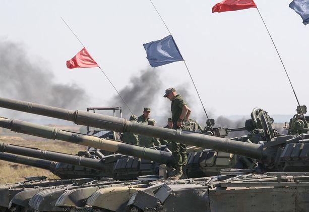 Venäjän tukemat separastistijoukot pitivät sotaharjoituksen lähellä Torezin kylää Itä-Ukrainassa syyskuun puolivälissä.