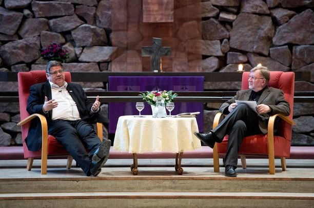 Timo Soini on epäillyt, että valtionkirkon papit saavat 10-20 vuoden päästä potkut, jos eivät suostu vihkimään homopareja. Kuva Espoonlahden kirkosta, jossa Soini vieraili viime vuoden huhtikuussa.