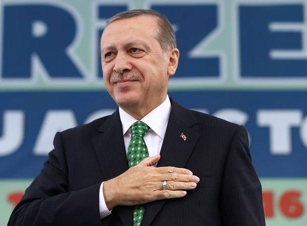 Presidentti Erdogan sanoo, että Turkkia ei voida jättää ulos Mosulin valtaamisesta.