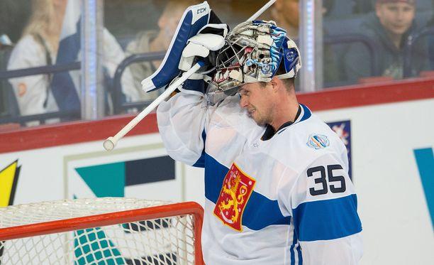 Pekka Rinne nautti pelaamisesta. Suomi voitti Ruotsin jatkoajalla 3-2.
