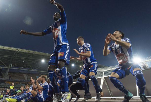 HJK juhlii derbyvoittoa syyskuussa 2017.