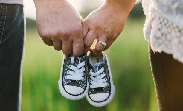 Vain kaksi prosenttia esikoisista syntyy 40 ikävuoden ohittaneille naisille.