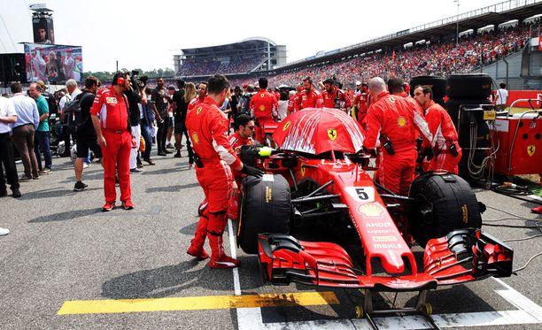 Ferrari käytti Monzassa sateenvarjoa kameranäkymän peittämiseen. Kuva Hockenheimin kisasta heinäkuulta.