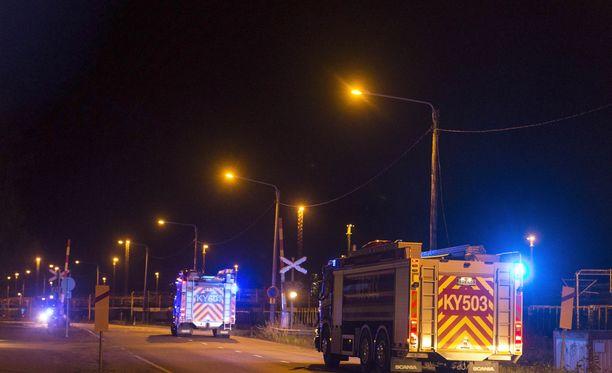 Kemikaalijuna törmäsi junanvaunuun Kouvolan ratapihalla myöhään torstai-iltana.