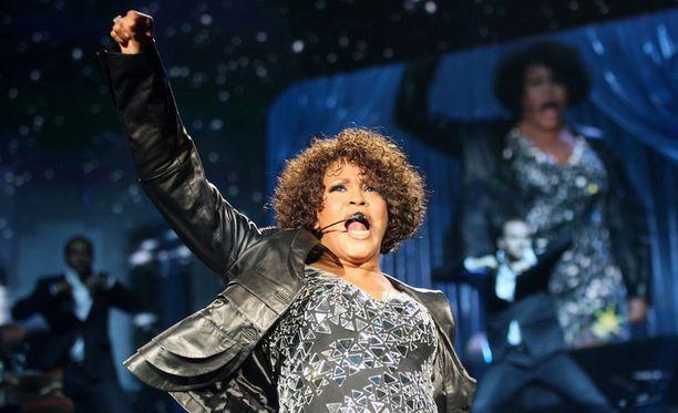 Whitney Houston on saanut musertavia arvioita keikoistaan.