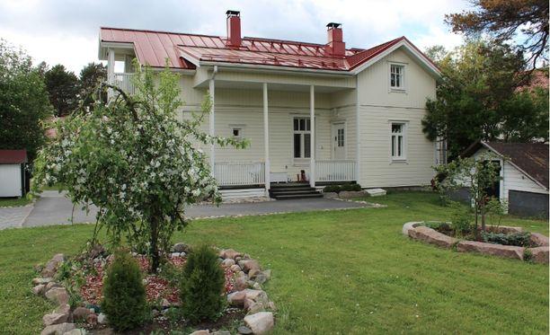 Heinäkuun katsotuin talo on tämä oululainen hirsitalo. Taloa kauppaa laulaja Suvi Teräsniska yhdessä puolisonsa kanssa. Myynti-ilmoituksessa kerrotaan, että taloa on remontoitu viime vuosien aikana ja vanhaa kunnioittaen.