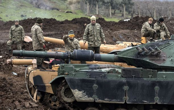 Turkki on tehnyt viikonloppuna ilmaiskuja kurdeja vastaan Pohjois-Irakissa. Syyrian Afrinissa Turkilla oli käytössä myös maavoimien kalustoa (kuva).